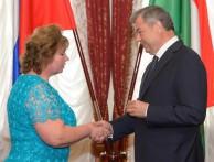 Губернатор вручил награду Галине Гордеевой