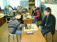 Соревнуются юные шахматисты