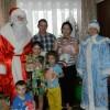 Дед Мороз дарит детям радость
